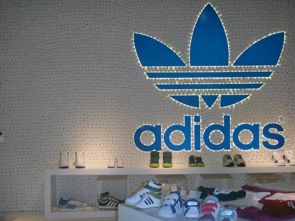 ADIDAS-PITTI-BIMBO-STAND-DESIGN-MARSHMALLOWS